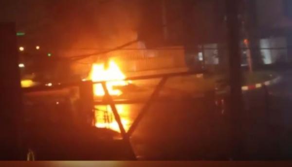 La voiture de Tenor en feu