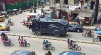 Les policiers patrouillent pour empêcher les manifestations interdites du MRC prévus ce 14 Août 2020