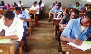 Des élèves dans la salle d'examen
