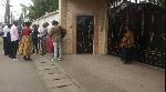 Devant le domicile du Prince Kum'a Ndumbe III ce vendredi 7 août 2020