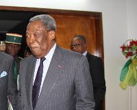 Niat Njifenji , président du Sénat