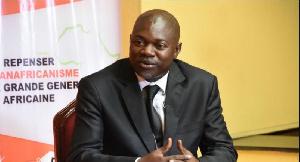 Aboya Manassé Endong est enseignant en science politique