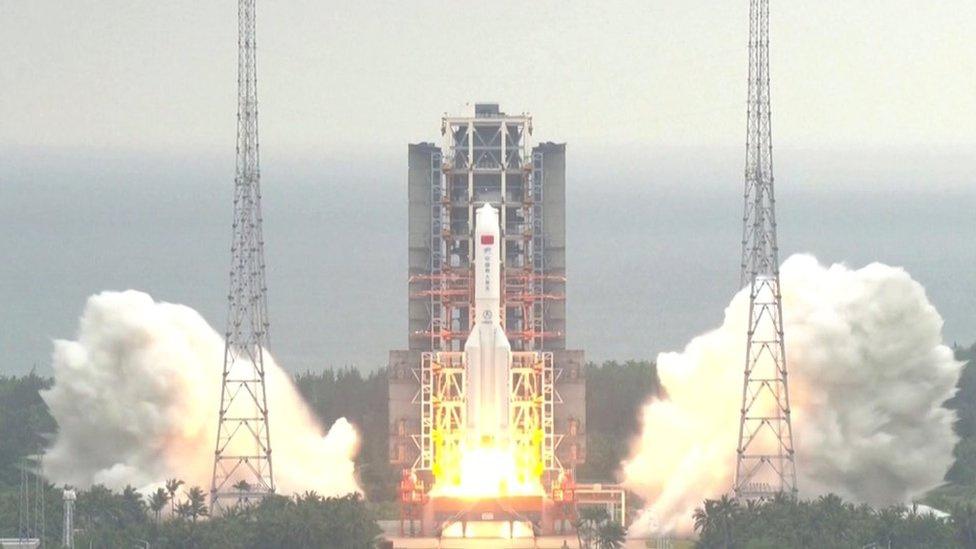 le lanceur de l'engin est prêt pour la plus grande rentrée incontrôlée sur Terre depuis 30 ans