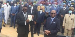 Il situé près du Palais présidentiel à Etoudi dans le premier arrondissement de Yaoundé