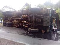 Il s'agit de la collision d'un petit véhicule avec un camion transporteur