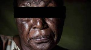 Ramené du village il y a 25 ans, il veut 'tuer' sa bienfaitrice