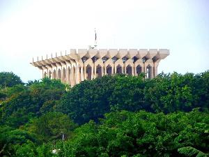 Un ministre de Biya confirme le projet de modification de la constitution
