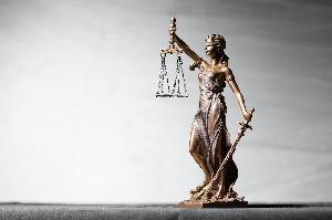 La justice prise en fragrant délit de mensonge