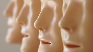 la voix clonée peut être modifiée pour exprimer n'importe quelle émotion