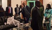 'Manu Dibango n'a pas embrasse Cavaye Yeguie Djibril sur la bouche à Paris'