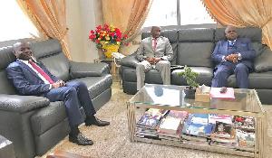 Amougou Belinga et un ministre centrafricain chez René Sadi