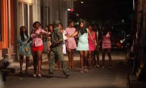 Deux femmes en bagarres à Douala III