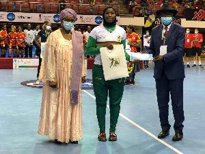 Cérémonie de remise de trophée à Karichma Ekoh Kaltoume