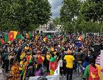 La manifestation se déroule à la place TROCADERO de Paris