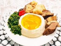 La sauce jaune fait à base de taro pilé