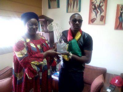 Minister of Culture Tutu Muna congratulates Stanley Enow