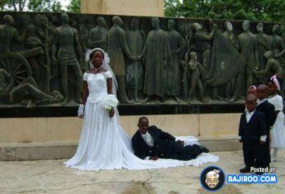 Hilarious wedding pose