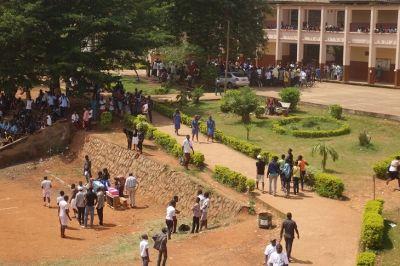 Biya offre des tablettes au Lycée Général Leclerc